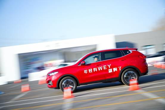 360度全景影像,全自动泊车……WEY携手世界最大驾校,打造智能学车新体验